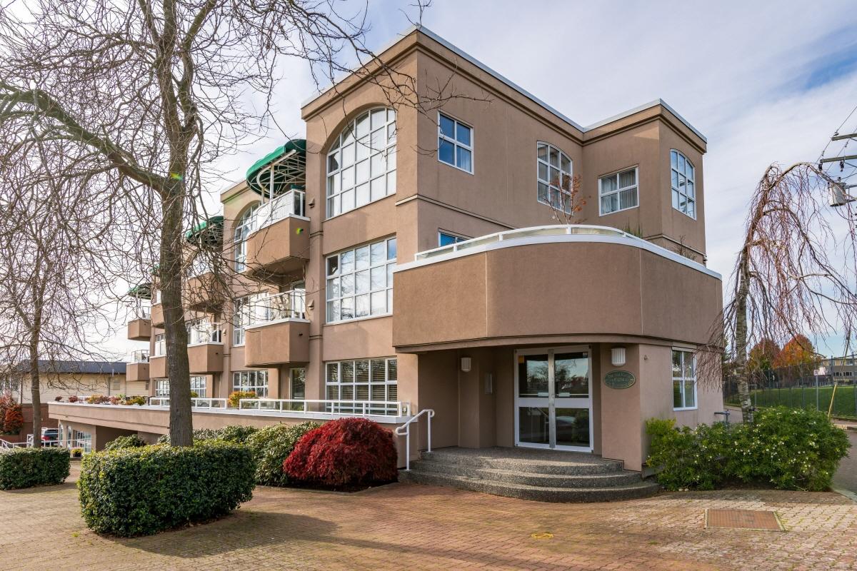 104 15284 Buena Vista Avenue, White Rock, BC, V4B 5K5 Canada