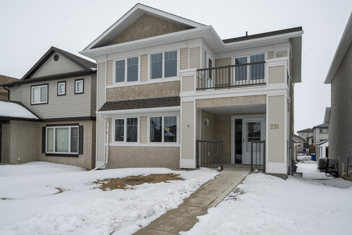 251 Brookfield Crescent, Winnipeg, MB, R3Y 1N3 Canada