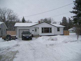 800 Bennett St, Bottineau, ND, 58318