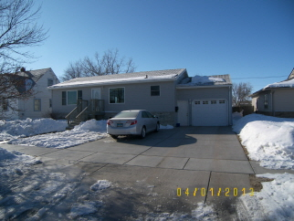 203 W 12th St, Bottineau, ND, 58318