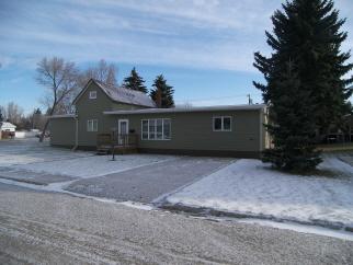 709 East St, Bottineau, ND, 58318