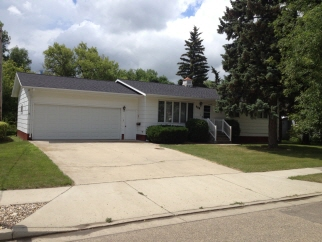 608 East St, Bottineau, ND, 58318 Canada