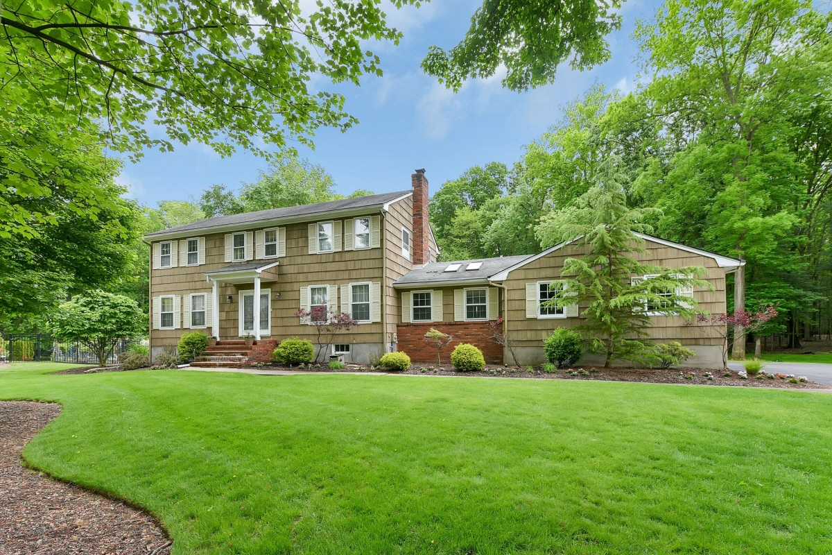 4 Iris Court, Old Tappan, NJ, 07675 United States