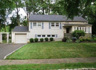 132 Roger Ave, Westfield Town, NJ, 07090-1774