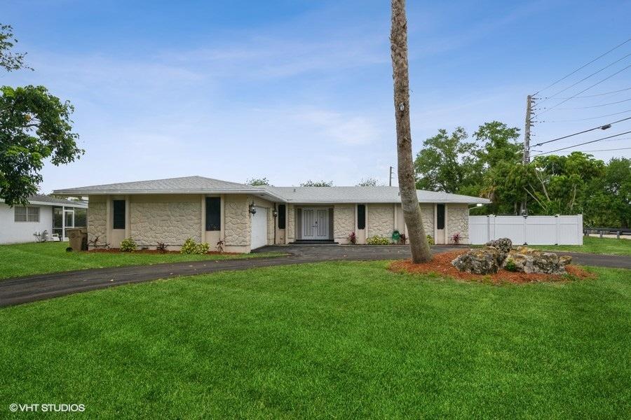2401 SW 86th Ave, Davie, FL, 33324 United States