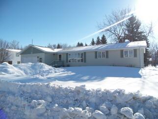411 Spruce St, Bottineau, ND, 58318 United States