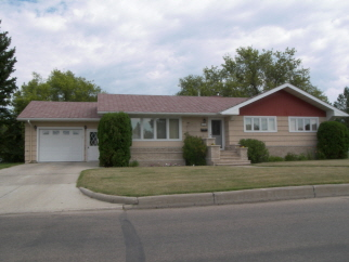 501 Nichol Street, Bottineau, ND