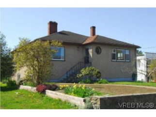 3300 Whittier Ave, Saanich West, BC, V8Z 3P9