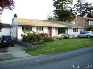 551 Agnes St, Saanich West, BC, V8Z 2E3
